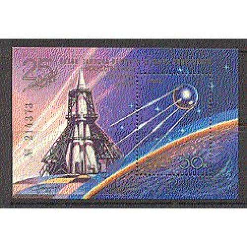 Russia 1982 Space  /  25th Anniv Sputnik  /  Satellite m  /  s b628